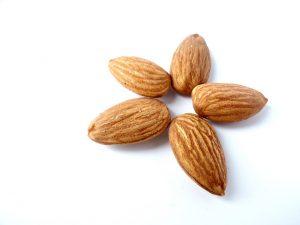 Almond Eat Flower Tasty Healthy  - Monfocus / Pixabay