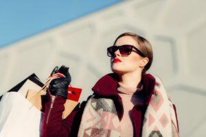 People Woman Girl Female Shopping - StockSnap / Pixabay
